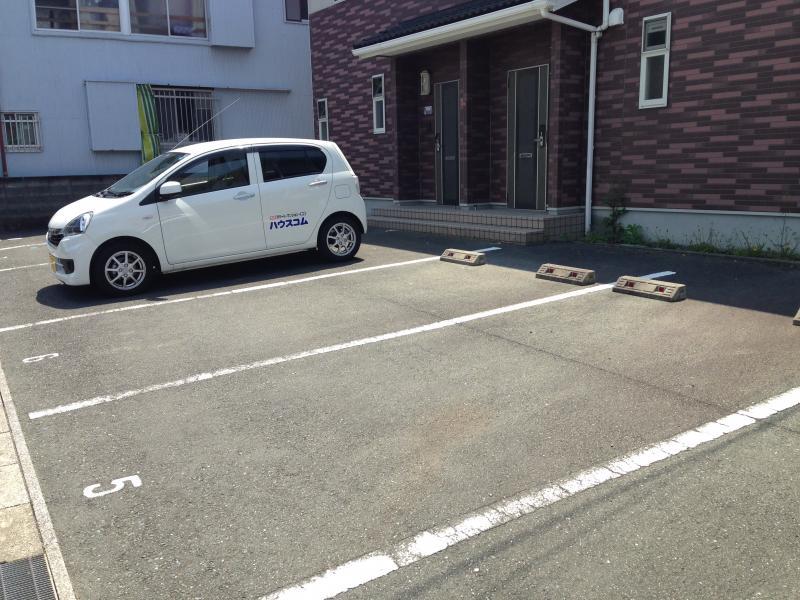 エバーコート広沢Bの駐車場