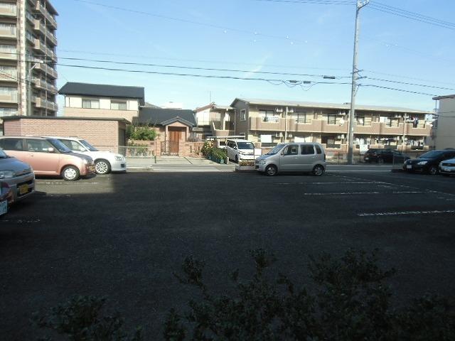 サンライト東刈谷 C406号室の駐車場