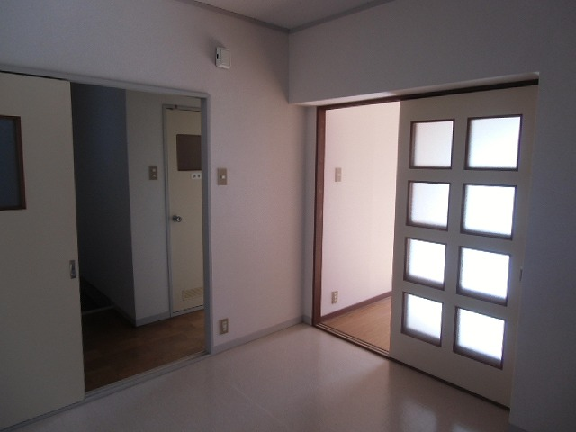 サンライト東刈谷 C406号室のリビング