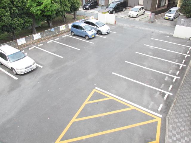 ハイツフーキ 202号室の駐車場
