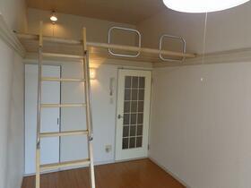 フローラ砂口 1階 103号室のベッドルーム