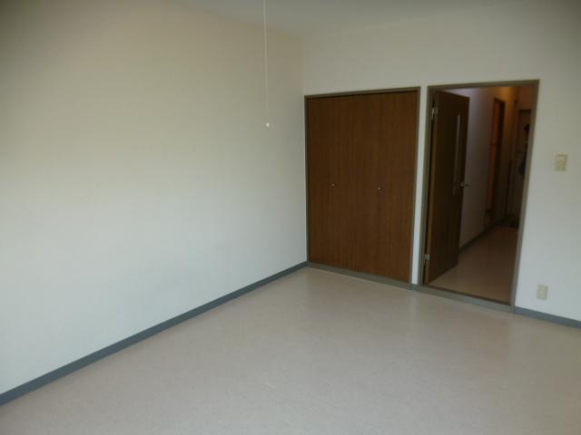 パークスクエア 103号室のリビング