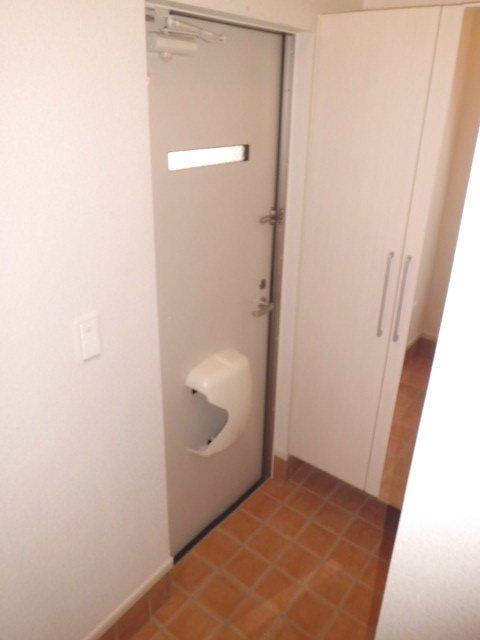 聖(ひじり) 03010号室の玄関