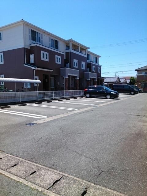 プリムローズⅡ 02040号室の駐車場