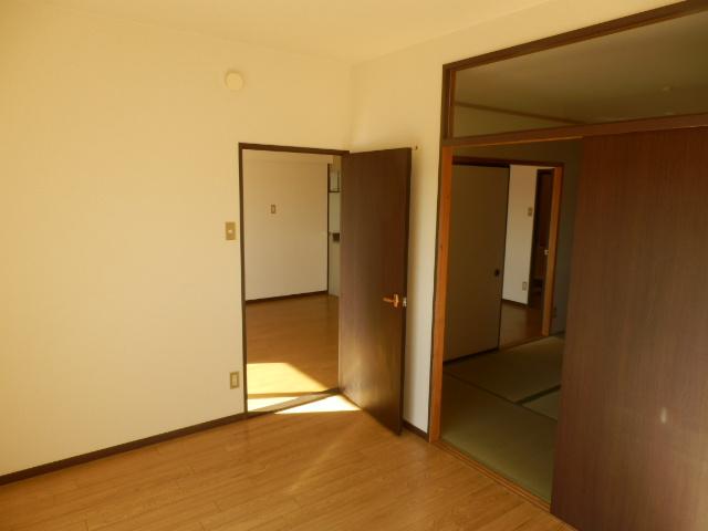 スカイコートウスイ 405号室の居室