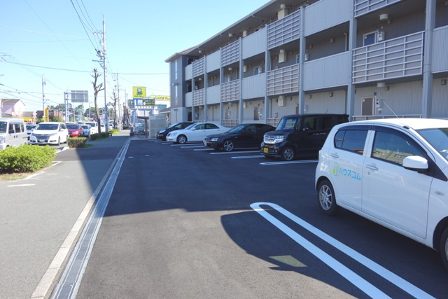 Lumiere Maruju 102号室の駐車場