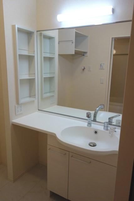 Lumiere Maruju 102号室の洗面所