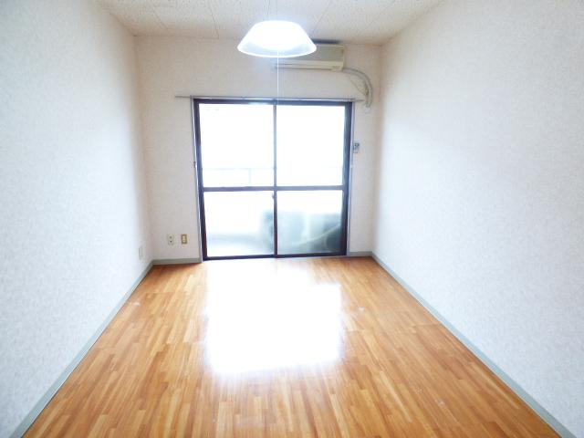 パールハイツ吉野B棟 202号室の居室
