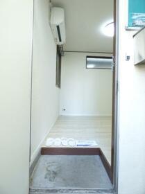 ヴェール ヴィオレ 0102号室の玄関