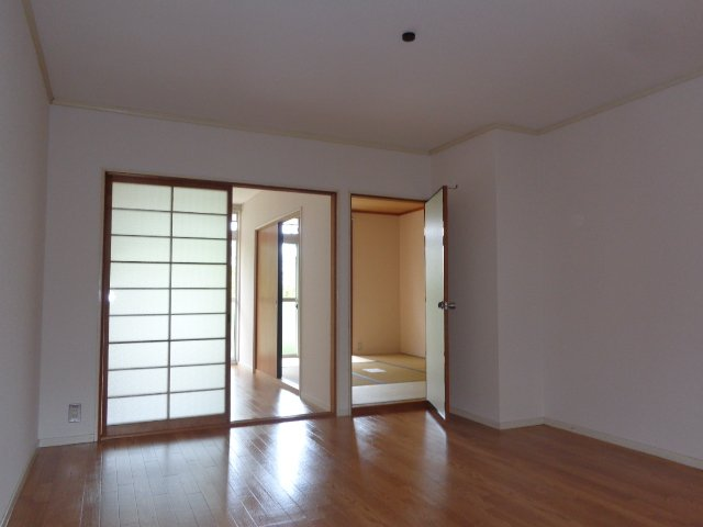 エルモリカワ 00102号室のリビング