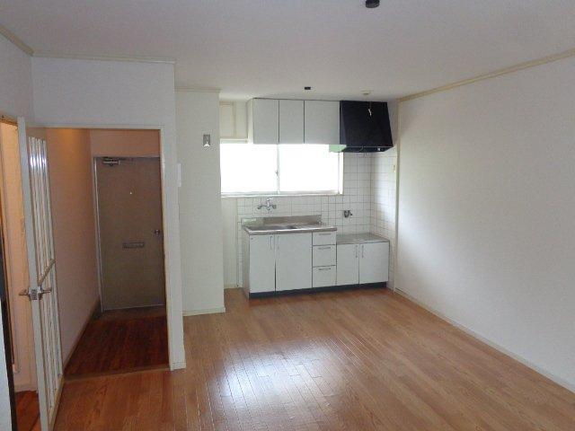 エルモリカワ 00102号室の居室