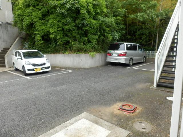 ベルコリーヌⅢ 105号室の駐車場
