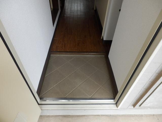 ベルコリーヌⅢ 105号室の玄関