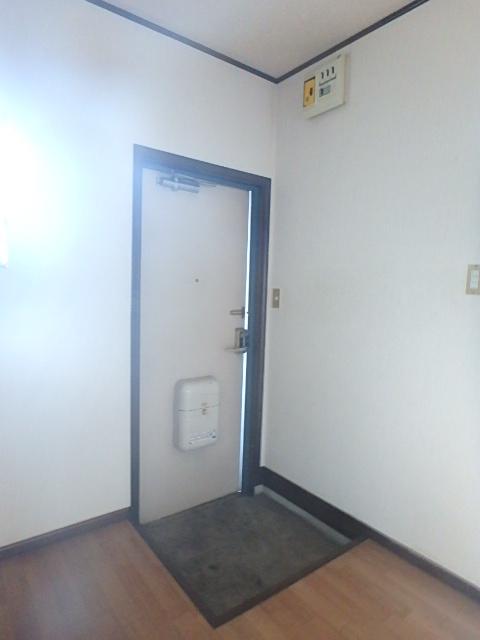 メゾンハピネス 101号室の玄関