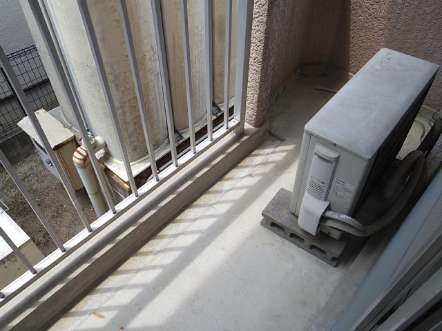 ビラ三秀植田 201号室の玄関