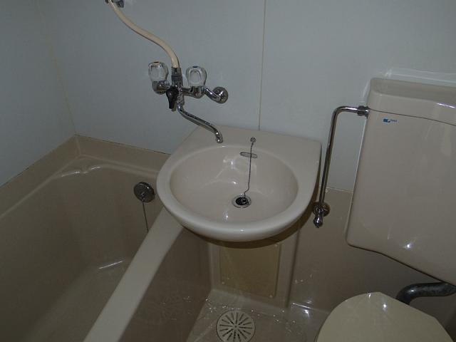 ビラ三秀植田 201号室の洗面所