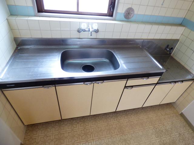 パールハイツ吉野B棟 201号室のキッチン