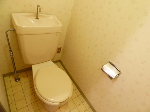 パールハイツ吉野B棟 201号室のトイレ