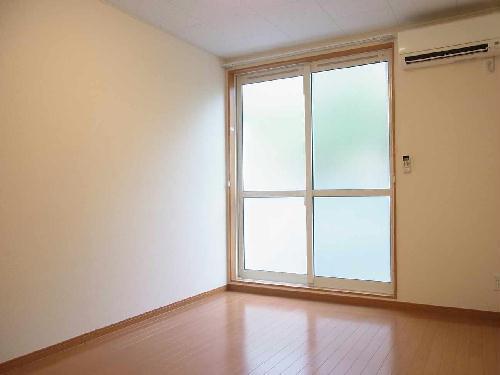 レオパレスフォレスト彩 202号室のベッドルーム