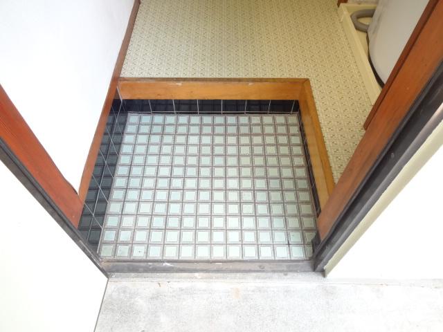 アネックス2 107号室の玄関