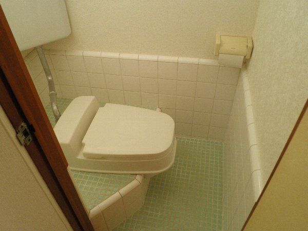 フォーブル玉堤 204号室のトイレ