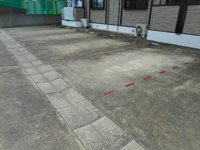 I・Field B 01020号室の駐車場