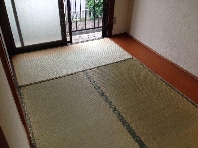 第二秋元荘 102号室の居室
