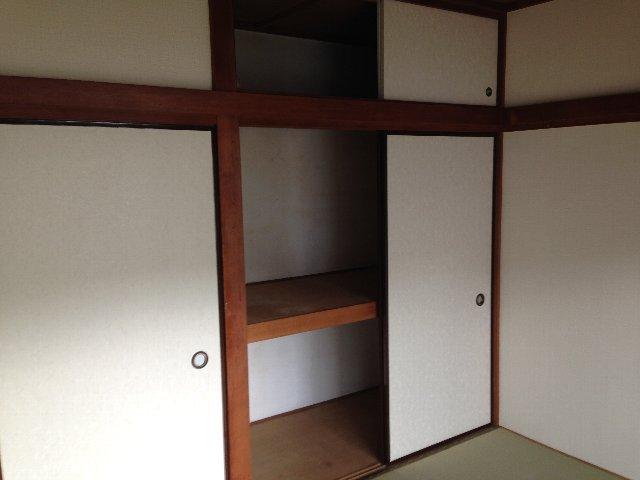 第二秋元荘 102号室の収納