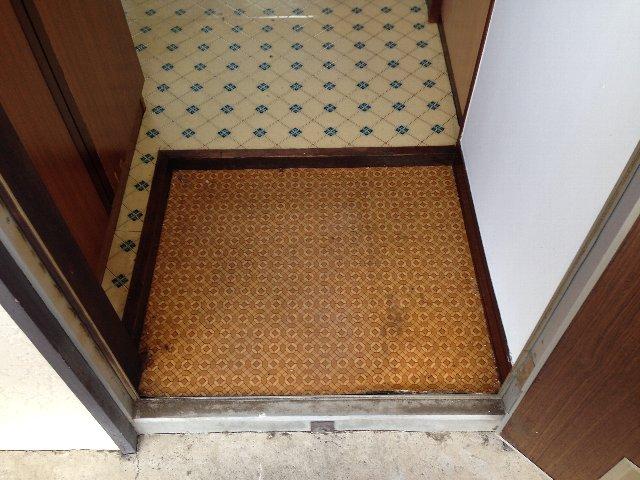 第二秋元荘 102号室の玄関