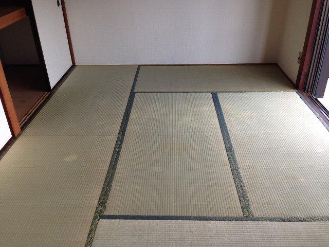 第二秋元荘 102号室のリビング