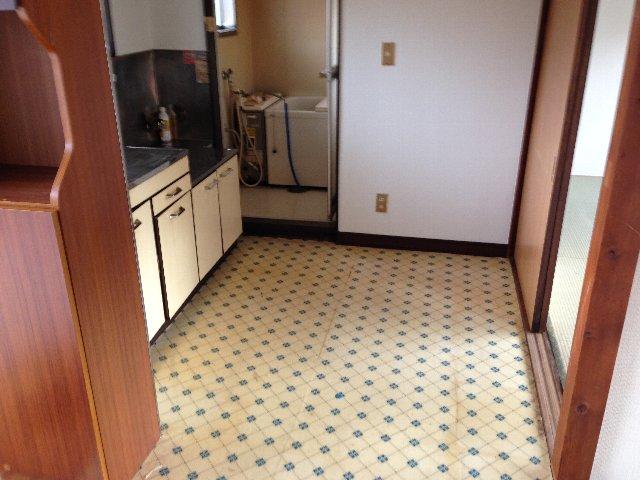 第二秋元荘 102号室のキッチン