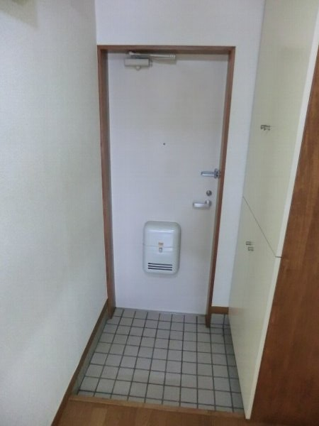 グリンビュー清水 102号室の玄関