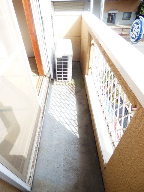 メゾンラビット 201号室のバルコニー