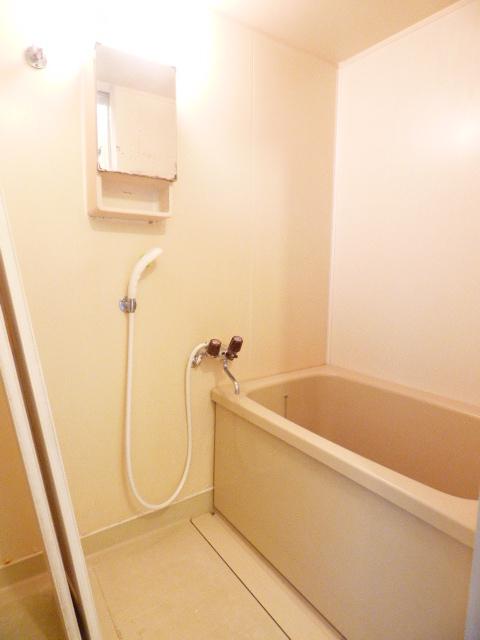 メゾンラビット 201号室の洗面所