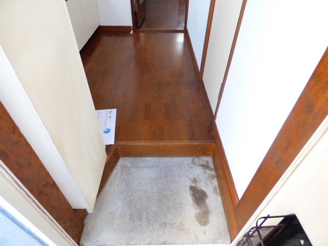 メゾンラビット 201号室の玄関