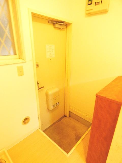 ハイツカメリア 102号室の玄関