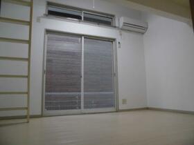 ジュネパレス津田沼第20 0106号室のリビング