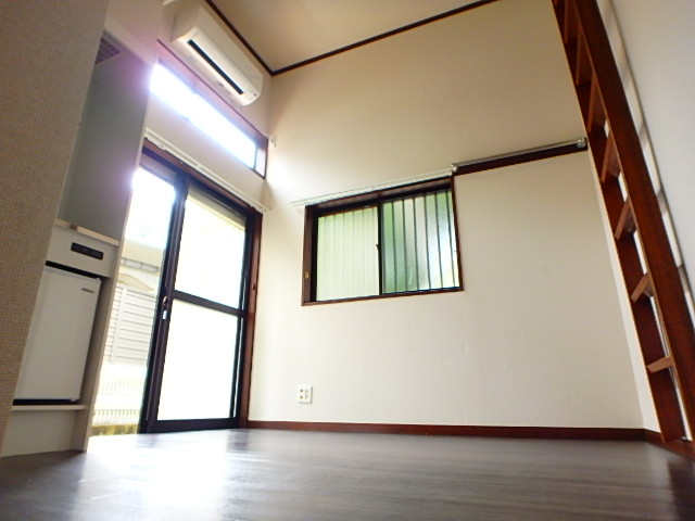 ドールハウス B101号室のリビング