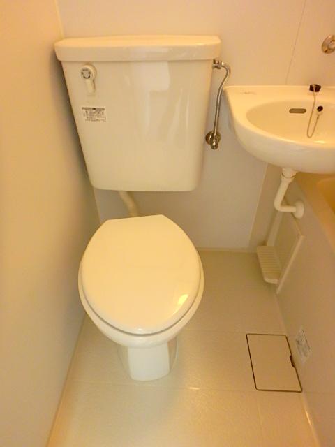 ドールハウス B101号室のトイレ