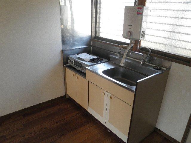 ファミーユ津田沼C棟 105号室のキッチン