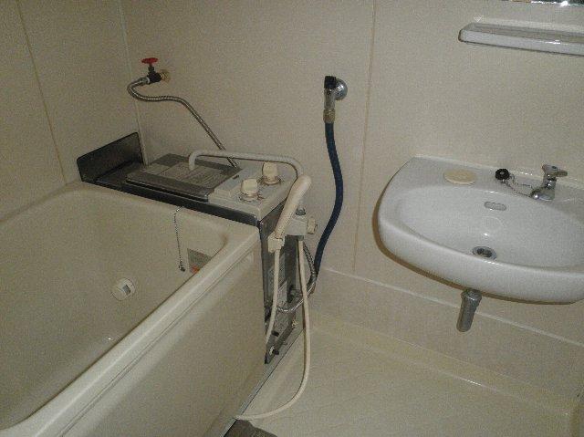 ファミーユ津田沼C棟 105号室の風呂