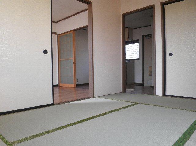 ファミーユ津田沼C棟 105号室のリビング