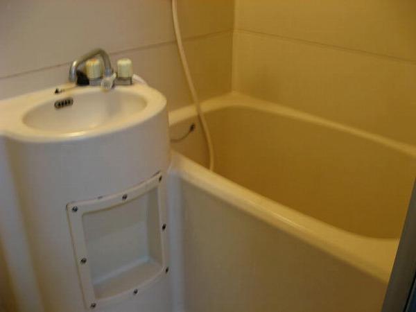ドミュール代沢 105号室の風呂