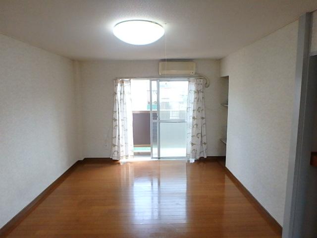 横山ビル 201号室のリビング