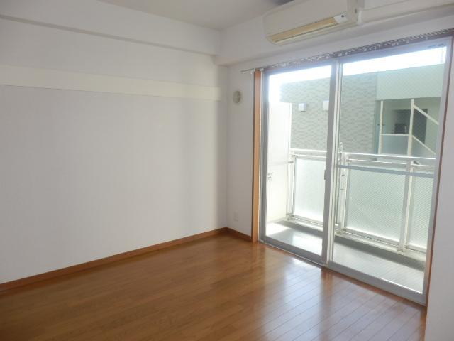 ジュエルコート学芸大壱番館 502号室の玄関