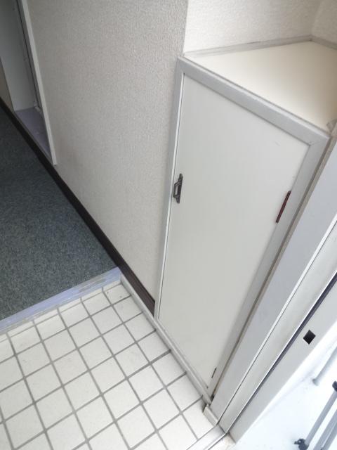 メゾン・グランドール 201号室の玄関