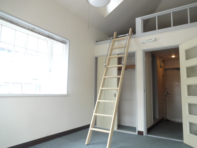 メゾン・グランドール 201号室のリビング