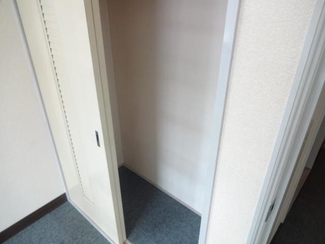 メゾン・グランドール 201号室の収納