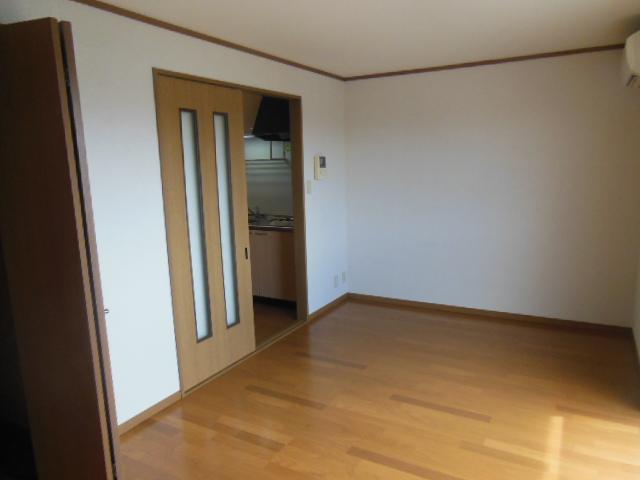 ラフォーレ新屋敷 102号室の収納