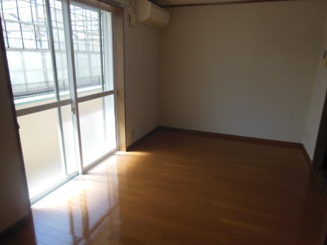 ラフォーレ新屋敷 102号室の居室